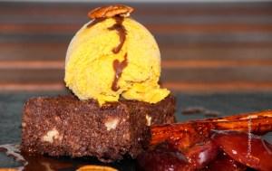 Gesunder Brwonie mit Butternuss Kürbiseis & Gewürzpflaumen - Jules HappyHealthyLife Food Blog