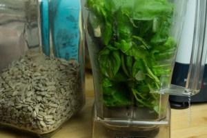 Zutaten für veganes, nussfreies Pesto - Jules HappyHealthyLife glutenfreier Food Blog