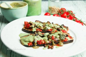 Rezept für leckere vegane Auberginen Pizza mit veganem Pesto