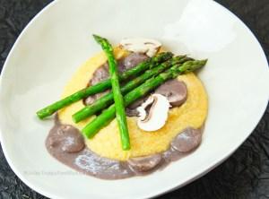 Rezept für vegane Polenta mit cremiger Pilzsauce