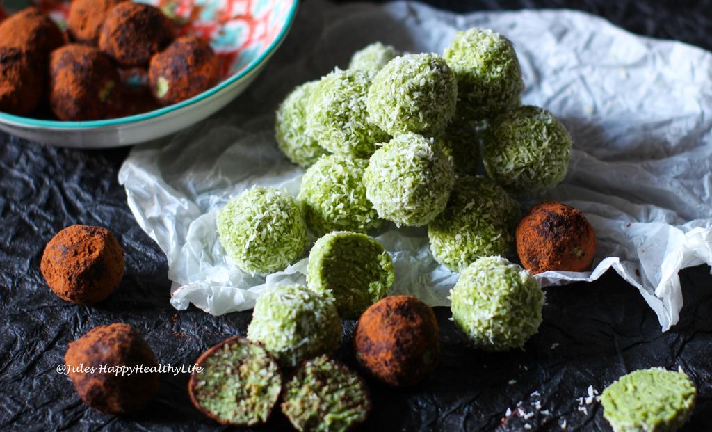 Rezept für vegane, glutenfreie Kokosnuss Matcha Kugeln Rohkost