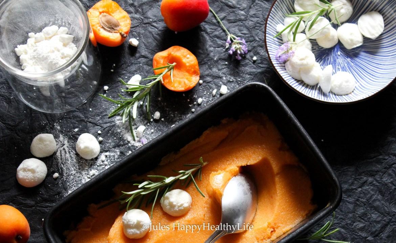 Sommer Dessert Aprikosen Rosmarin Sorbet mit Ziegenkäse Meringue