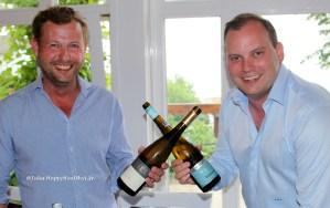 Kai Schätzel vom Weingut Schätzel und Victor Diel vom Weingut Diel hatten offensichtlich Spaß bei der Verkostung.