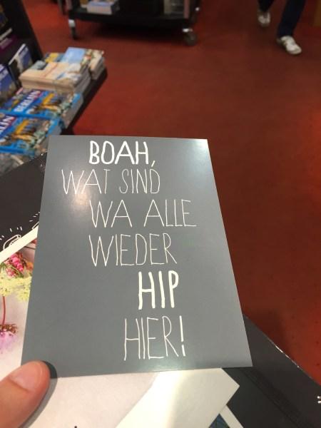 """Aufschrift: """"Boah, wat sind wa alle wieder hip hier!"""""""