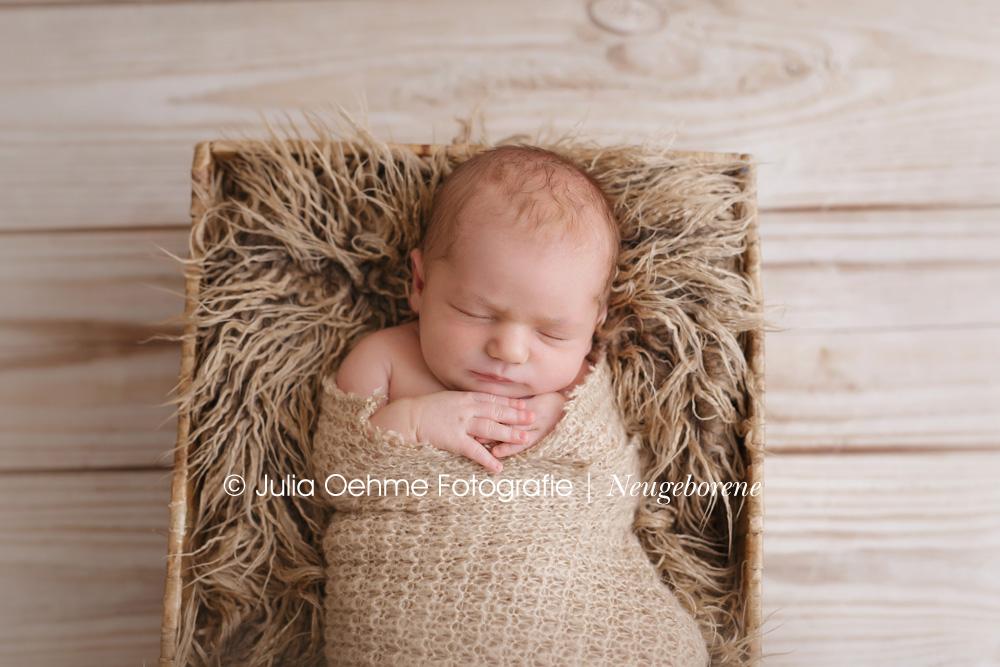 Niedliche Babybilder von der 7 Tage alten Lena  Babyfotograf Leipzig  Moderne