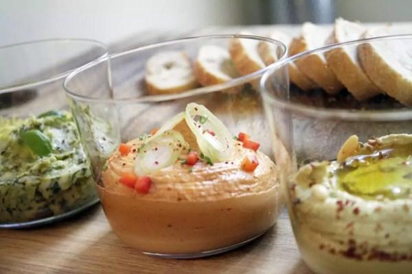 liptauer, zucchini hummus, rohmilch kräuterbutter