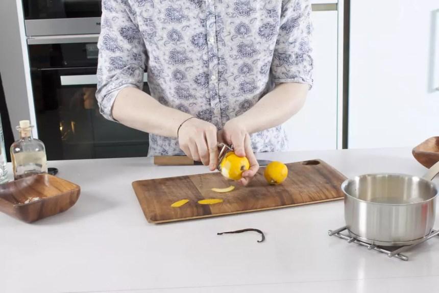 Zitrone schälen