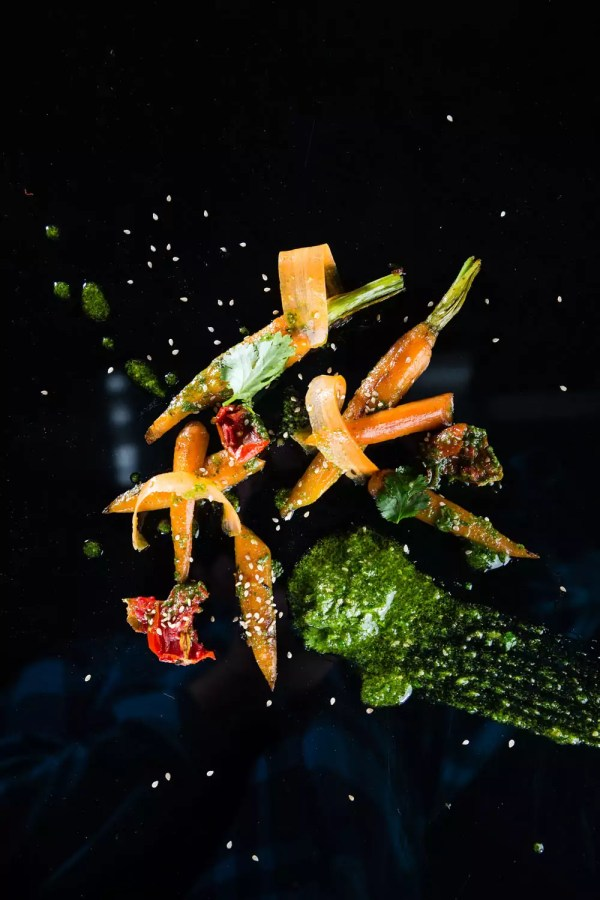 Glasierte Karotte mit Koriander-Pesto