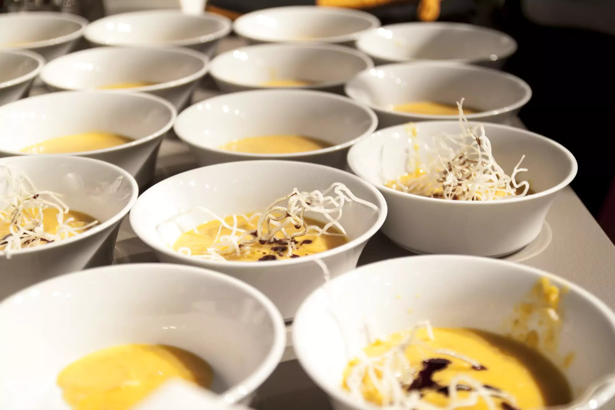 Anrichten  Suppe anrichten | Julian Kutos | Blog, Rezepte & Kochschule