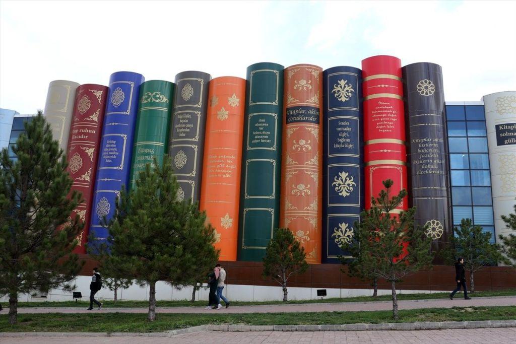 Fachada lataral Biblioteca de la Universidad de Karabuk