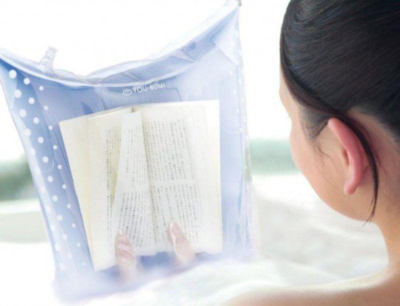 Funda para proteger los libros del agua