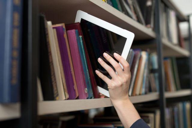 Hay libros que se resisten a morir y buscan una nueva oportunidad interactiva