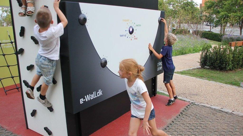 Juegos electrónicos en parque infantil literario de Dinamarca