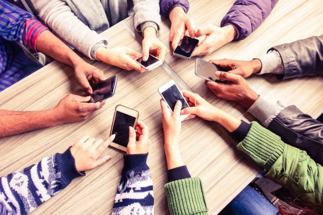 Las bibliotecas y escuelas deben dotar a los jóvenes de las competencias digitales necesarias