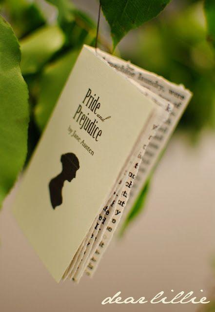 Miniaturas de libros para colgar en el árbol de Navidad
