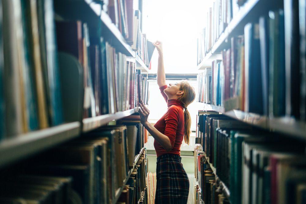 Que competencias personales se les presupone al personal de biblioteca