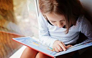 Regalar libros es uno de los mejores actos que podemos hacer a los peques que nos rodean