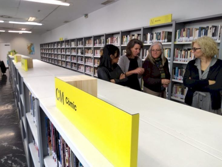 Señalética en biblioteca de la Red de Bibliotecas Municipales de Valencia