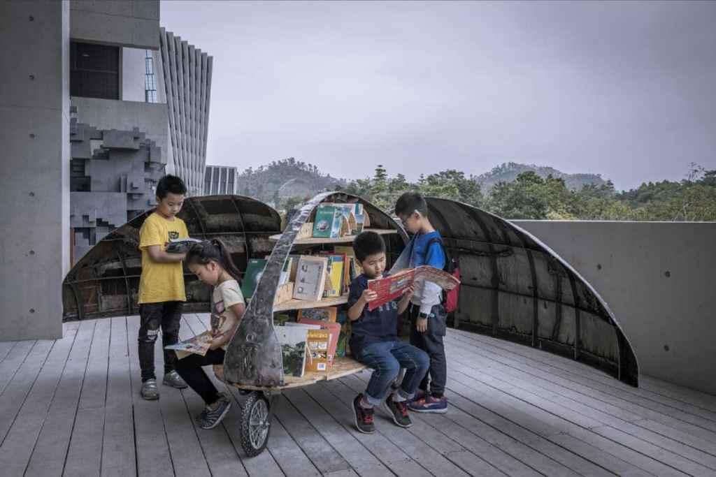 Shared Lady Beetle Minibiblioteca en bicicleta triciclo con forma de escarabajo 3