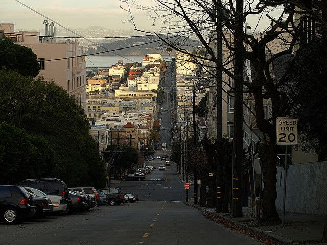 Typical steep street in San Francisco by Javier Carcamo (user: javic)