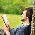 5 de cada 10 personas leen en su tiempo libre… y prefieren hacerlo en solitario
