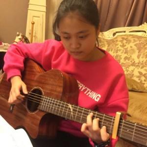 林秉蓁_高中熱愛彈吉它
