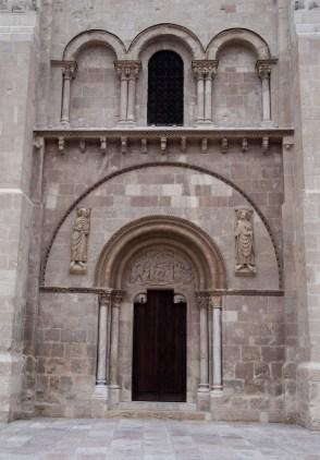 LEÓN. Puerta del perdón de San Isidoro