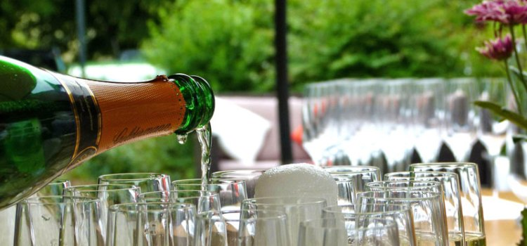 Green Tips for Serving Alcohol at Weddings