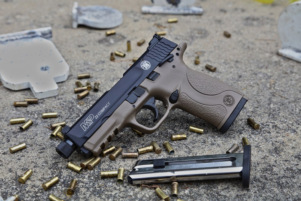 Smith & Wesson M&P22 in Flat Dark Earth