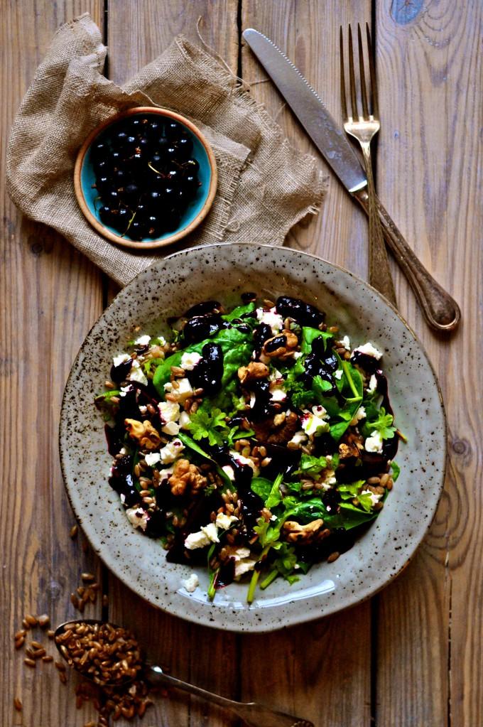 Lækker salat med spinat og solbærdressing  www.juliekarla.dk