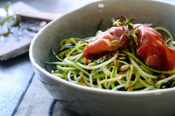 Squashspaghetti med parmaskinke er low carb mad   www.juliekarla.dk