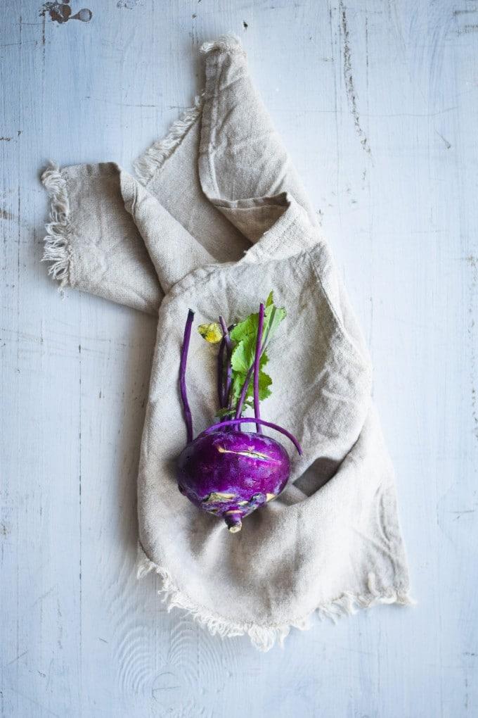 et smukt lilla glaskål til glaskål salat