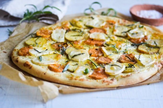 pizza med kartoffel og gedeost