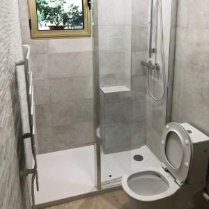 WC transformé en salle de douche