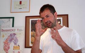 Andrea Sottimano, en pleine explication. Photo: http://www.lafite.dk/