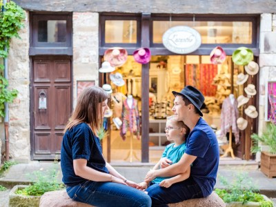 Photo famille Julie Rivière photographie Toulouse Cordes-sur-ciel village couleurs Etienne Cécile Jérémy
