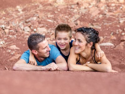 photo famille désert rouge Aveyron rodez Julie Riviere Photographie