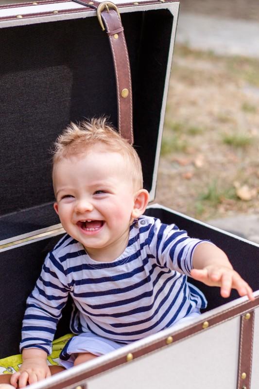 Séance photo bébé 9 mois Toulouse Julie Rivière photographie Foret Bouconne chienne Husky Louis Laurence Francois