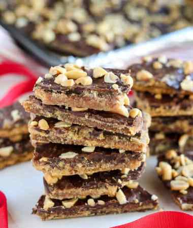 Peanut Butter Graham Cracker Toffee - Peanut butter and chocolate combine in this easy graham cracker toffee recipe. Sweet and salty with crunchy buttery layers.