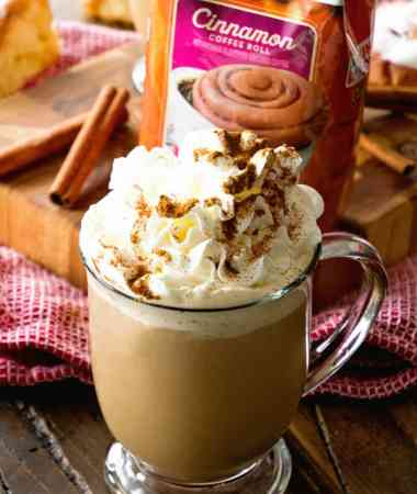 Cinnamon Roll Latte ~ Treat Yourself to a Delicious, Homemade Latte That Tastes Like Cinnamon Rolls at Home!