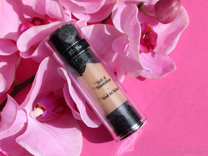 blog beauté avis test swatch kat von d teint lock it primer foundation tattoo swatch 53 54