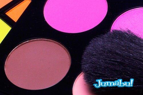 imagenes-de-maquillajes-sombras-rubor-difusor