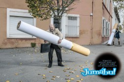 cnct cigarros gigantes 2 - Campaña Francesa Sobre el Tabaquismo