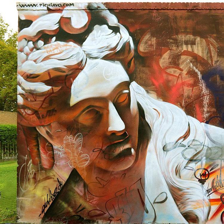 image 7 - Grafitis callejeros con personajes mitológicos
