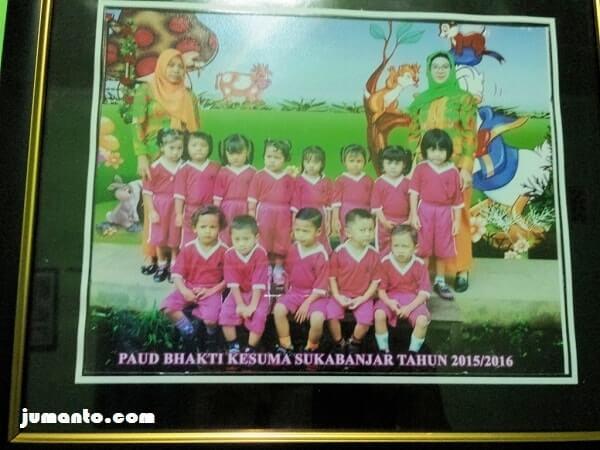 Foto Alya dan teman-teman dari paud bhakti kesuma sukabanjar