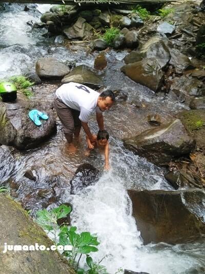 mandi di air terjun gunung batu talang ogan tanggamus
