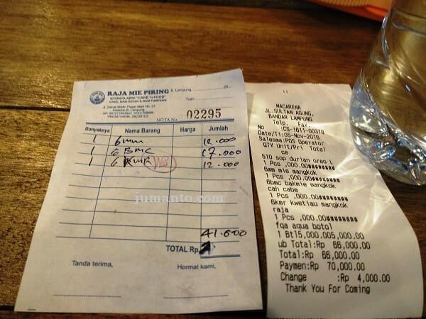 harga makanan macarena food court