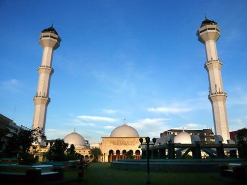 foto masjid agung bandung sore hari