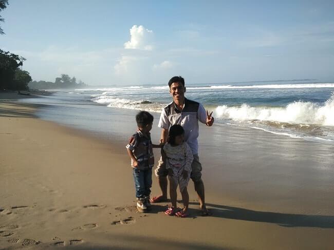 gambar pemandangan pantai bengkunat belimbing