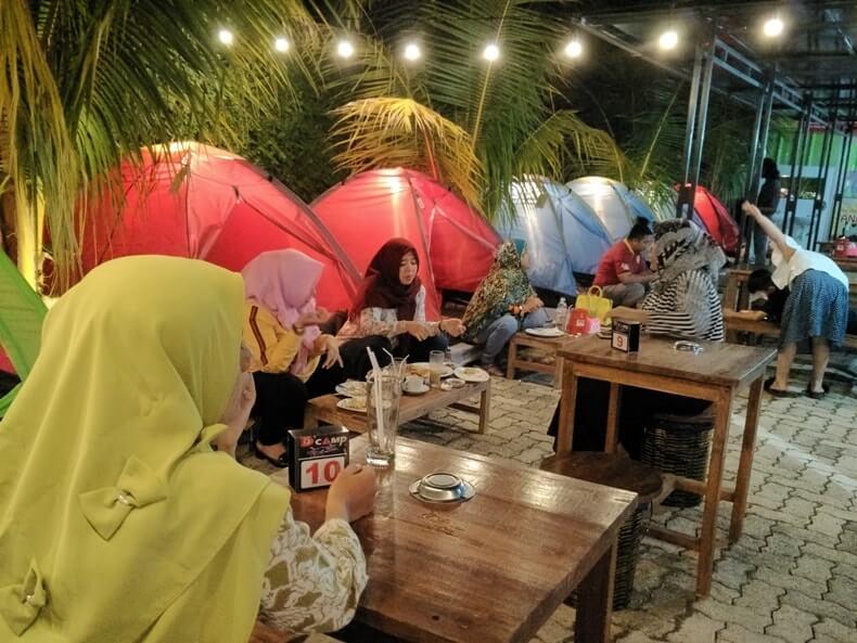nongkrong malam hari di dcamp cafe lampung-1